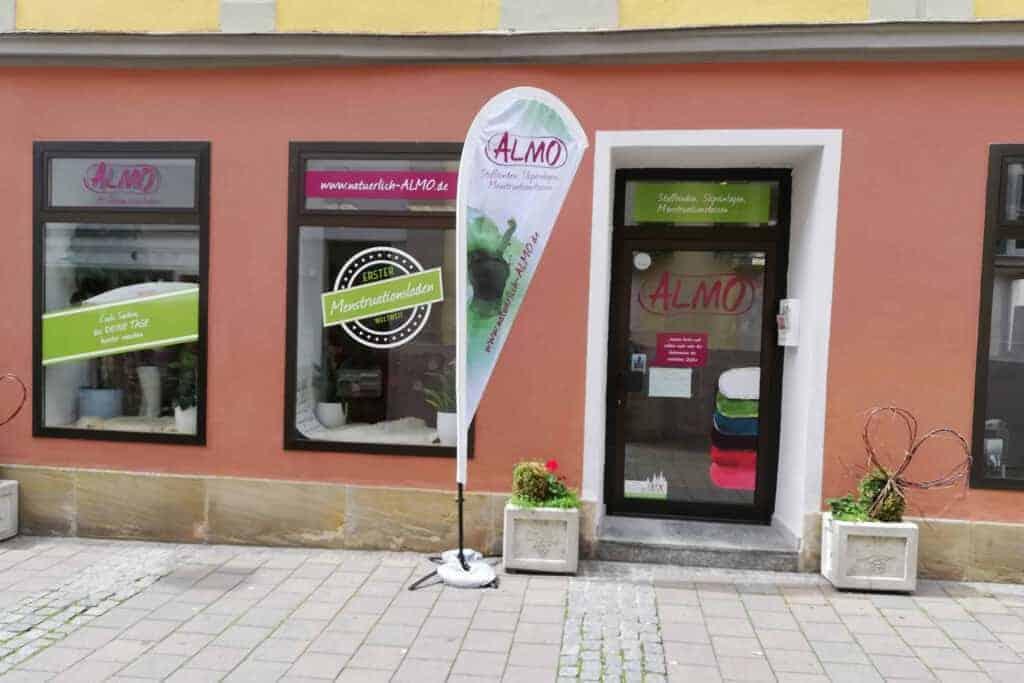 Ladenfront des Menstruationsladens in der Ansbacher Innenstadt